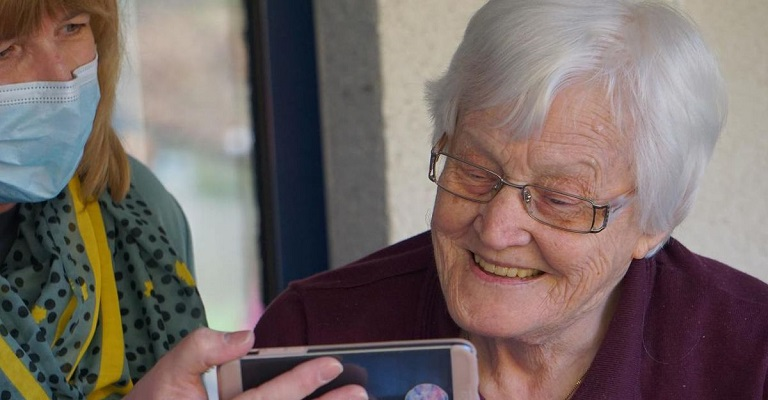 Como ajudar os avós no confinamento?