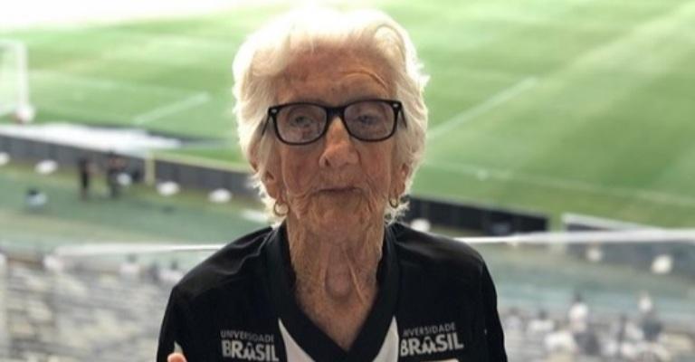 Vovó do Galo faz 100 anos e ganha homenagem surpresa nas redes sociais