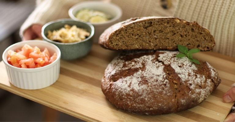 Pão multigrãos de Alho Negro