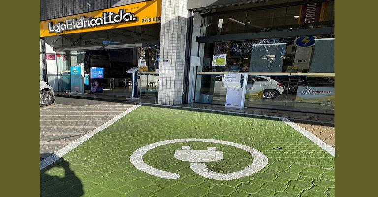 Loja Elétrica inaugura sua primeira estação para recarga de carros elétricos em BH