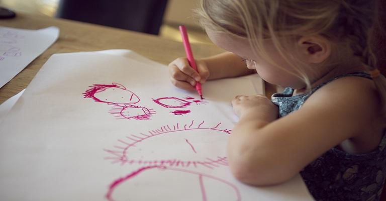 Livro aborda educação infantil atual com foco no 'combate à dispersão'