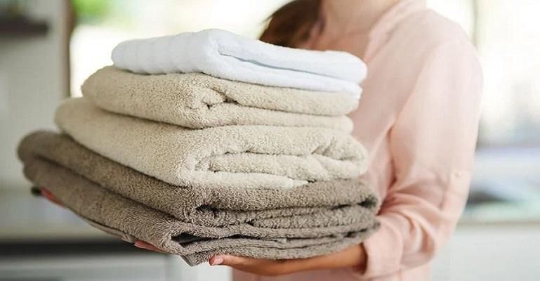 Toalha de banho pode criar ambiente favorável para contaminações por microrganismos