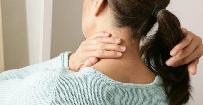 Má postura no trabalho é a principal causa de cervicalgia