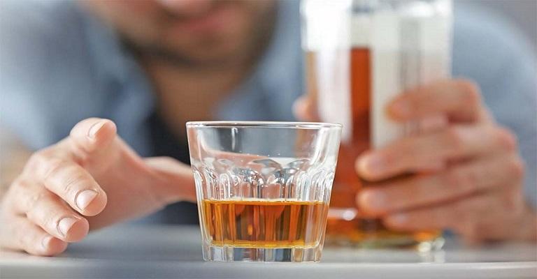 Consumo de álcool e dormir mal contribuem para o ganho de peso