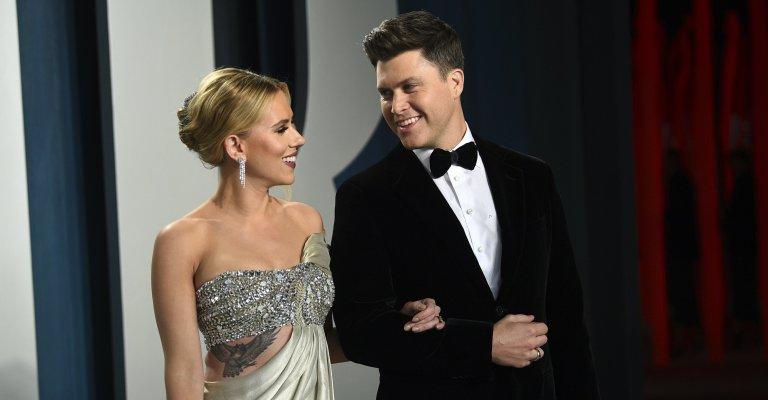Atriz Scarlett Johansson se casa com comediante Colin Jost