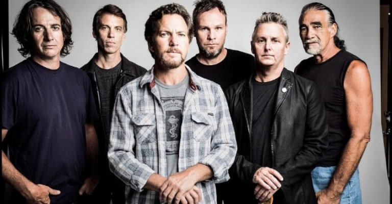 "Pearl Jam lança novo o single ""Get it Back"""