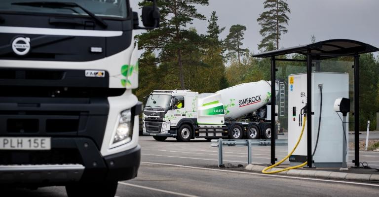 Volvo inicia testes de campo com caminhões elétricos pesados na Europa