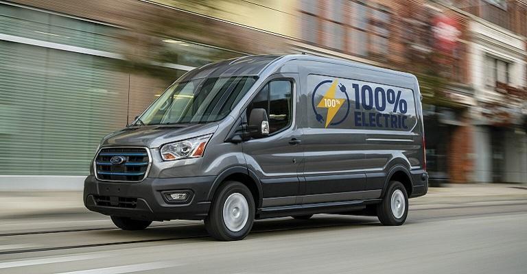 Ford Transit voltará a ser vendida no Brasil. Conheça versão 100% elétrica