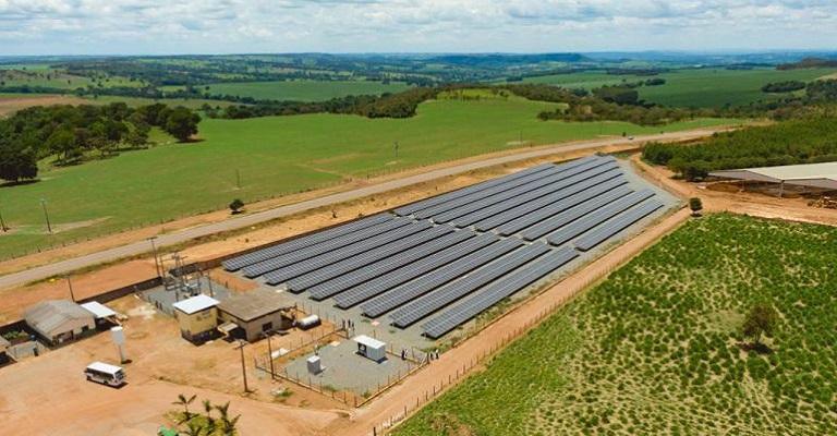 Energia Solar: SICES inaugura usina de geração em granja de Goiás