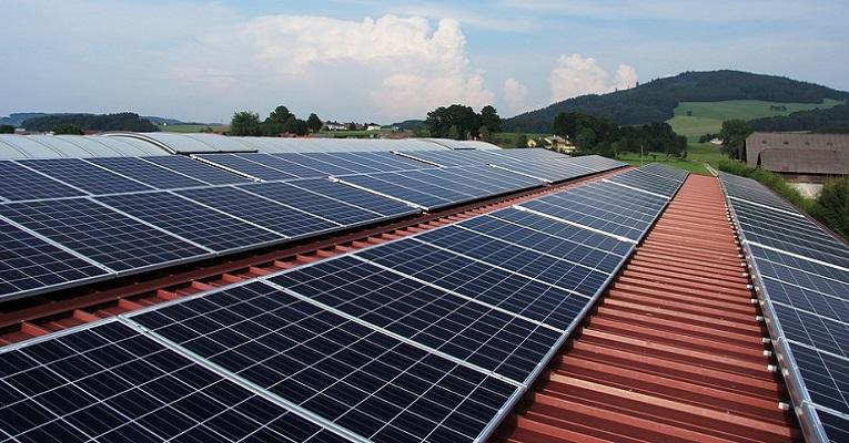 Impactos e benefícios da  energia solar para a economia brasileira