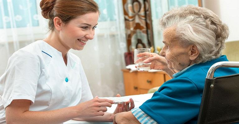 Home care de idosos é desafio na pandemia
