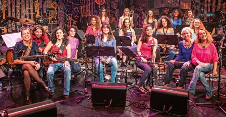 Big band formada só por mulheres instrumentistas apresenta novo single