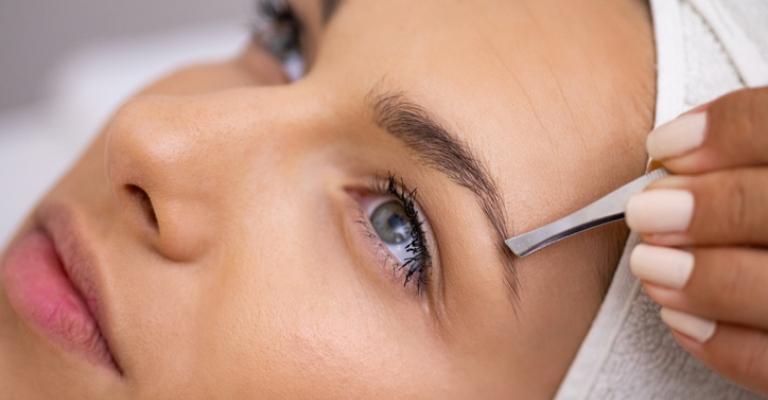 Queda das sobrancelhas pode alterar expressão facial