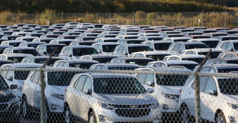 Produção de veículos cresce 2%, mas vendas caem 5,4%, diz Anfavea